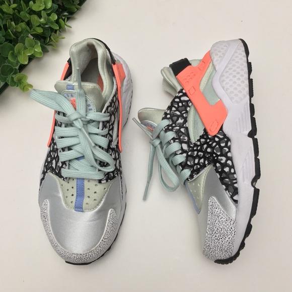 0d4fb1a009ad Nike Air Huarache Run PRM Pure Platinum Aluminum. M 5b55c4108158b50a3d0f79d6